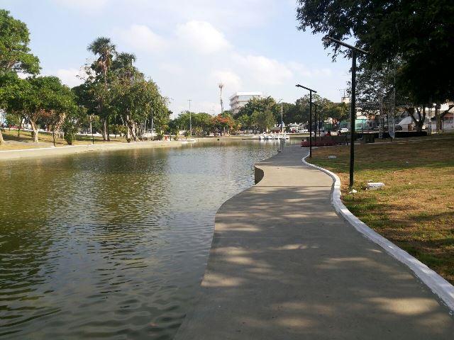 Lago restaurado e iluminação nova