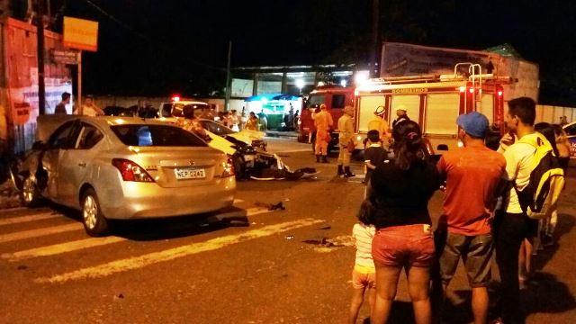 Acidente ocorreu na esquina da Rua Jovino Dinoá com a Avenida Feliciano Coelho, no Trem. Fotos: Olho de Boto
