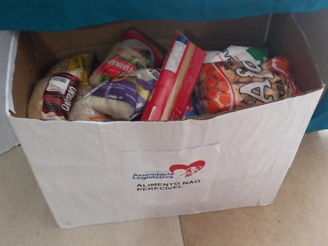 Para receber os kits, atletas devem efetuar inscrição entregando um quilo de alimento ou brinquedo para doação