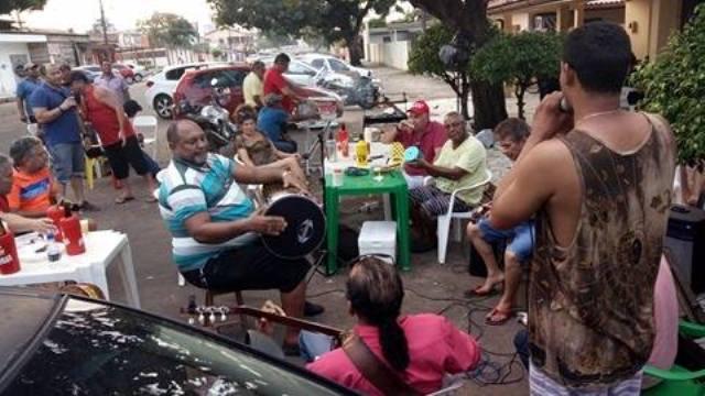 Samba, cerveja e amizade mais uma vez no Bar Baré no dia 28 de dezembro. Fotos: Bruno Souza