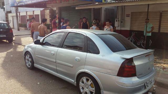 A vítima havia acabado de estacionar o carro na porta de casa. Fotos: Olho de Boto