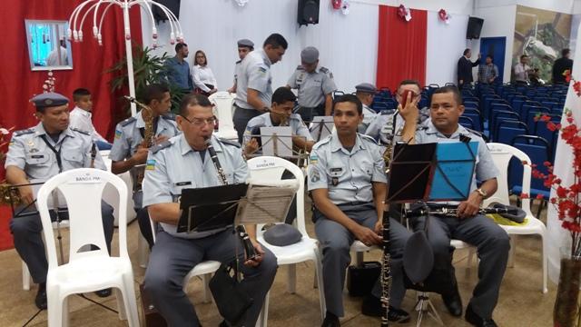 Banda da Polícia Militar toca a marcha nupcial