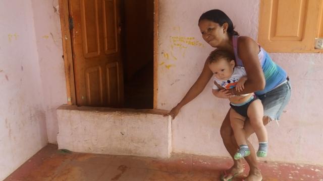 Cláudia Vilhena: mureta na porta de casa para água não entrar