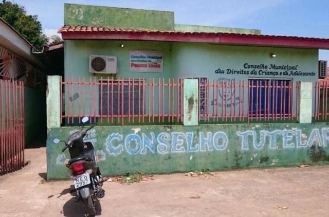 Sede do Conselho Tutelar em Santana. Prefeitura não tem feito repasses para pagamento de funcionários e manutenção do prédio. Foto: Valdeí Balieiro