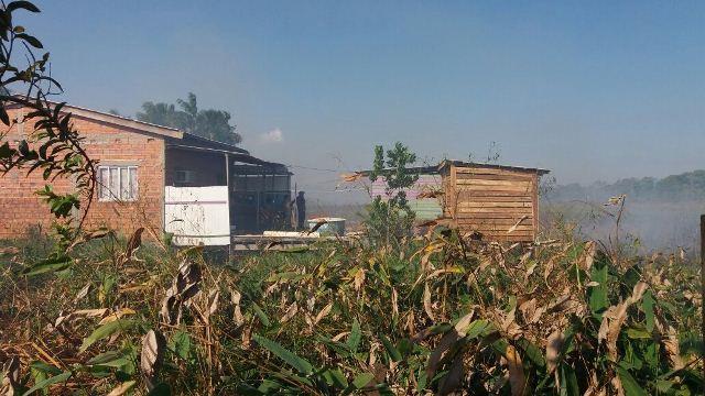Moradores acordaram assustados com fumaça