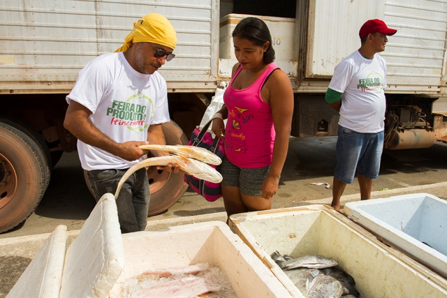Além de produtos agrícolas, feira também oferece pescado fresco e espaço de artesanato. Fotos: Alex Silveira