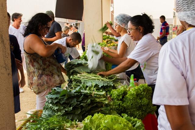 Feira Itinerante Solidária permite que produtos com qualidade cheguem nos bairros em que não existem as feiras do produtor