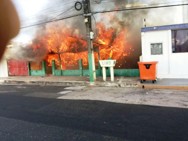Incêndio consumiu casa em poucos minutos. Foto: André Melo