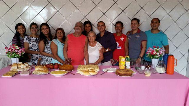 Dona Horandina com a família. Pioneira no Bairro Central de Santana,