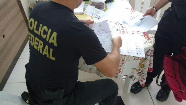 Casa de ex-funcionário é vasculhada por policiais: Fotos: PF/Divulgação