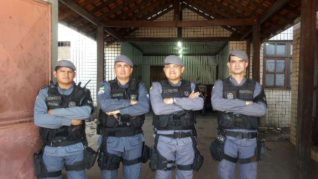 Equipe do Policiamento Escolar descobriu onde o assaltante mora