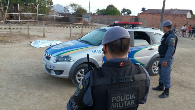 Policiais tinham sido acionado para atender uma ocorrência de vias de fato. Fotos: Olho de Boto