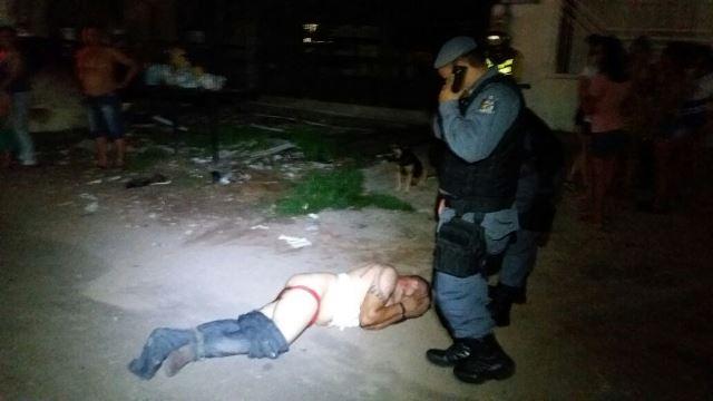 Acusado chegou a defecar durante o linchamento. Fotos: Leonardo Melo