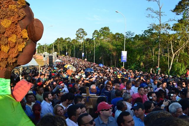 Multidão acompanhou a inauguração e chegou a haver congestionamento na Rodovia AP-020. Fotos: Seles Nafes