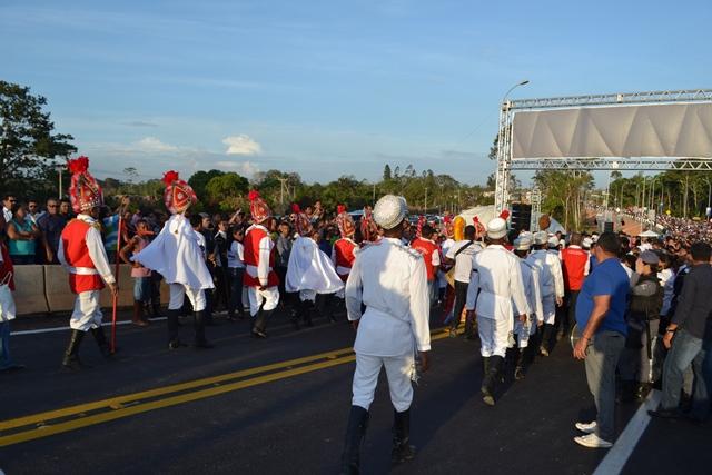 Guerreiros de São Tiago iniciaram os festejos de inauguração da ponte