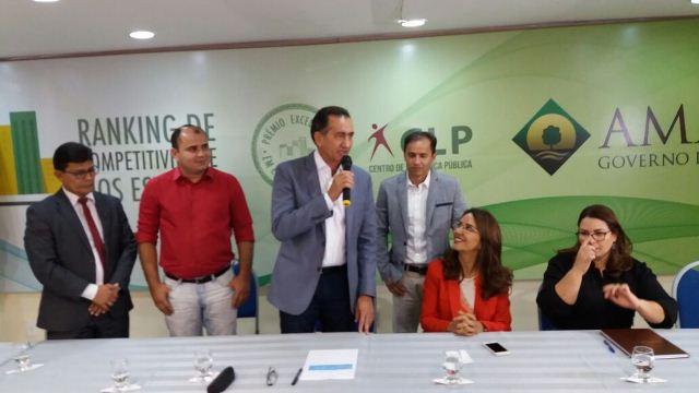 Governador do Amapá, Waldez Góes, participa da cerimônia de nomeação do novo titular da Sedel. Fotos: André Silva