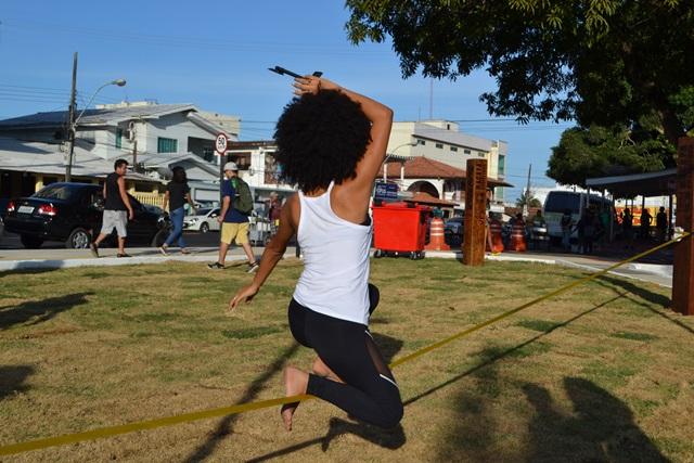Praticantes do slakeline ganharam espaço. Fotos: Seles Nafes