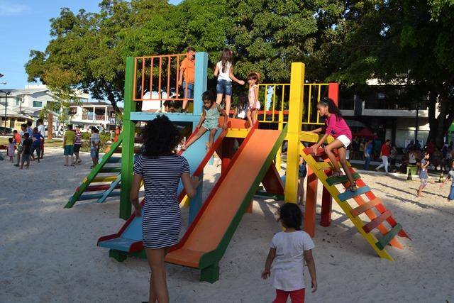 Criançada ganhou de volta o playground
