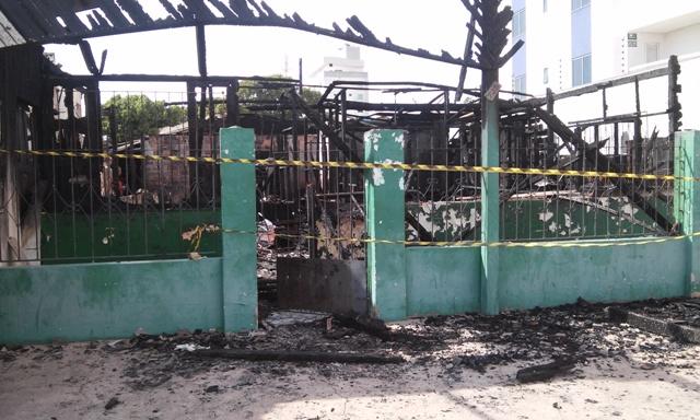 Moradores saíram correndo no momento em que as chamas se alastraram