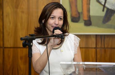 """Deputada federal Marcivânia Fexa""""colocar a UPA em funcionamento"""""""