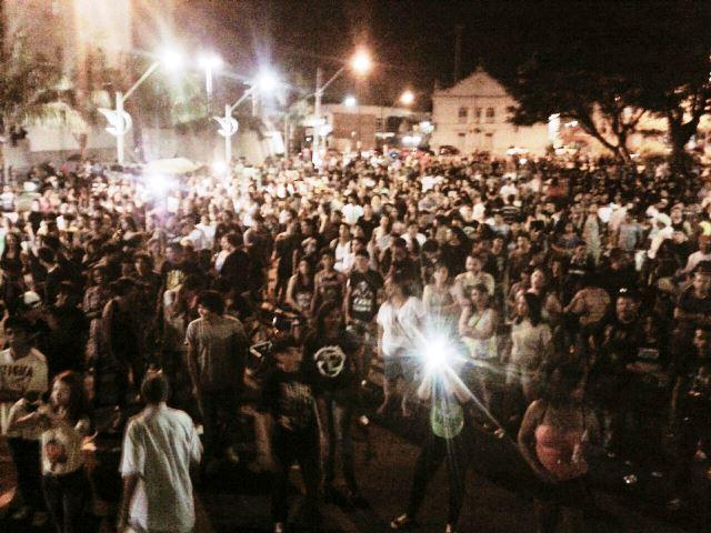 Tributo realizado na Praça Veiga Cabral. Fotos: divulgação