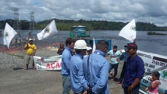 Atingidos por barragem protestam contra Usina de Cachoeira do Caldeirão (1)