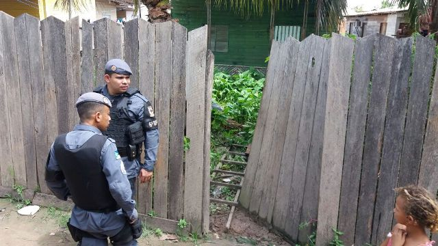 Policiais encontraram a casa trancada e Luciano no matagal, após o portão de entrada