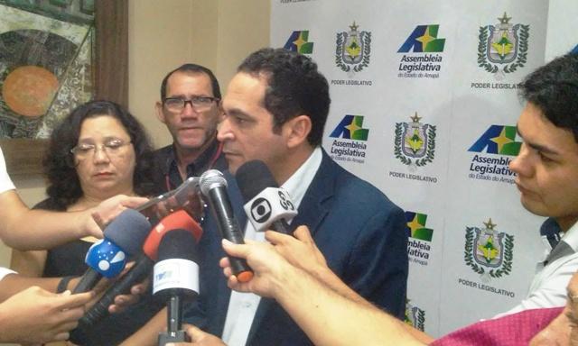 Deputado Paulo Lemos é o presidente Comissão. Fotos: Cássia Lima