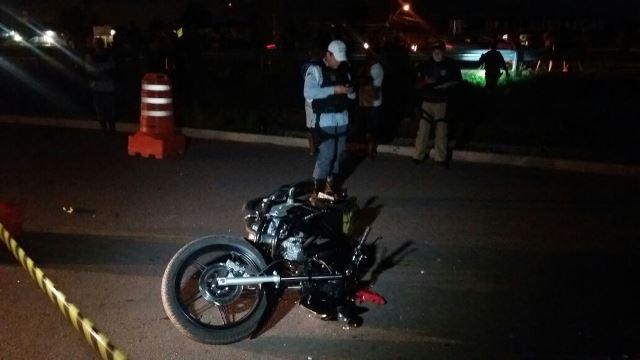 Moto conduzida pela vítima teria feito a conversão sem olhar para a preferencial. Fotos: Olho de Boto