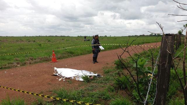 Vítima morreu ainda no local. Fotos: Olho de Boto