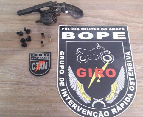 Arma apreendida com o acusado após tiroteio. Fotos: Olho de Boto