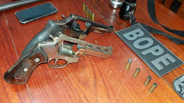 Revólveres 38 apreendidos com munições deflagradas. Fotos: Olho de Boto