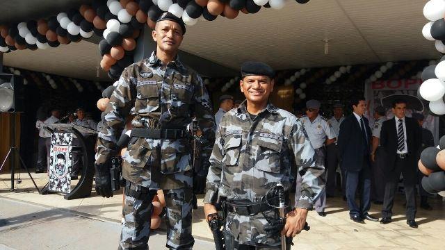 Novo comandante ao lado do novo diretor de Operacões, tenente-coronel Jackson. Fotos: Olho de Boto