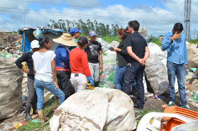 Vinte e oito famílias de carapirás sobrevivem do lixo