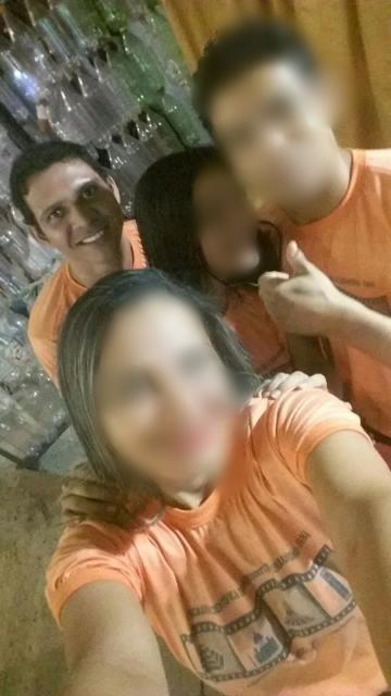 Deon Santos com colegas num trabalho da faculdade: sonho interrompido. Foto: Reprodução/Facebook
