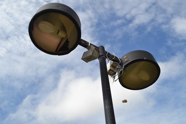 Lâmpadas convencionais serão substituídas por sistema mais seguro e com melhor iluminação. Fotos: Cássia Lima