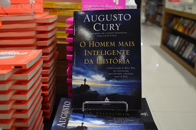 Marian Correia, gerente de livraria: enriquecimento do vocabulário. Fotos: Graziela Miranda