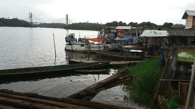 Barcos de outros estados navegam na bacia do Rio Oiapoque. Fotos: Humberto Baía