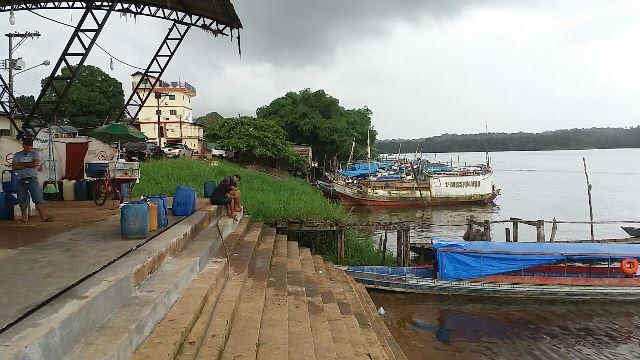 Prefeitura pensa em delimitar área de uso das embarcações na orla