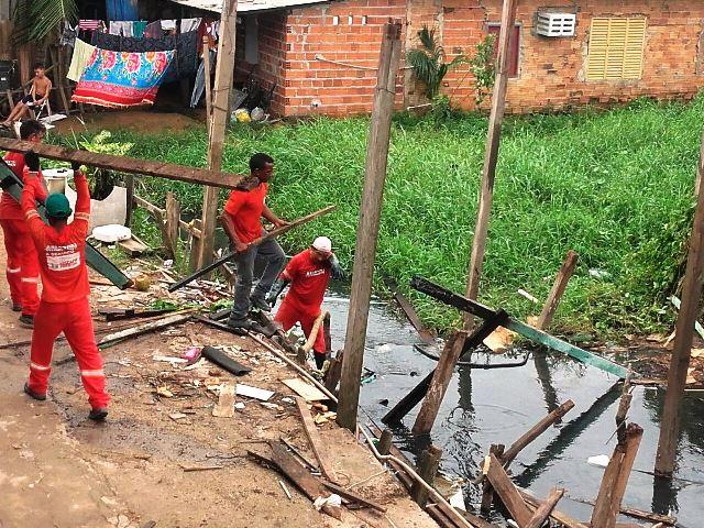 Equipes da PMM desmontam mais uma casa: faltam 20