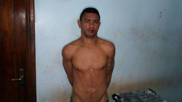"""Elinaldo Cardoso, o """"De Belém"""", disse que está há apenas 3 dias em Macapá, mas moradores atribuíram e ele outros furtos e roubos. Fotos: Olho de Boto"""