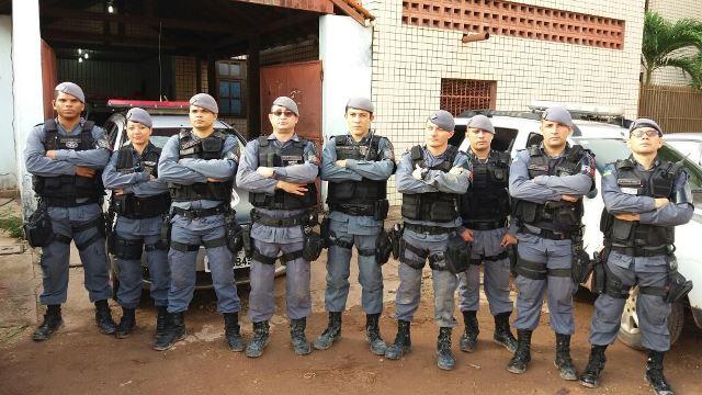 Equipe que conseguiu prender os bandidos em flagrante