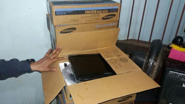 8 monitores de computador novos. Fotos: Olho de Boto