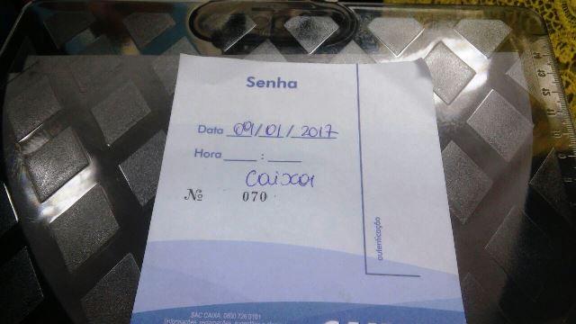 Senhas manuais sem horário de entrada ou saída da agência. Fotos: Procon/Divulgação