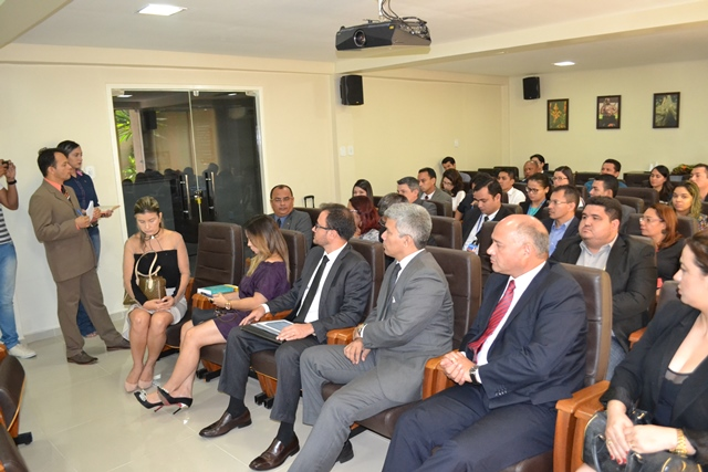 Em reunião de negociação, Banco do Brasil afirmou que reembolso ocorreria no dia 30. Fotos: Cássia Lima