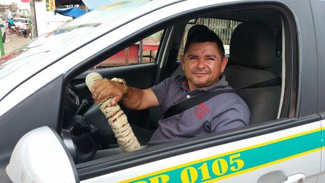 Taxista Xororó: trânsito estava perigoso no cruzamento. Fotos: Fernando Santos