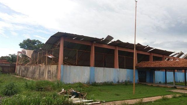 Estrutura cedeu depois de ventania, segundo moradores