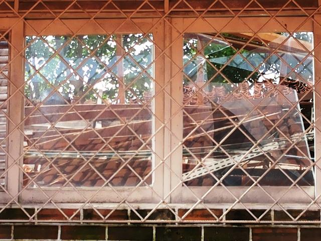 Área interditada depois de desabamento de parte do telhado. Fotos: Cássia Lima