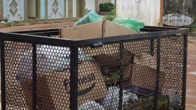 Com coleta a cada 3 dias, lixo se acumula