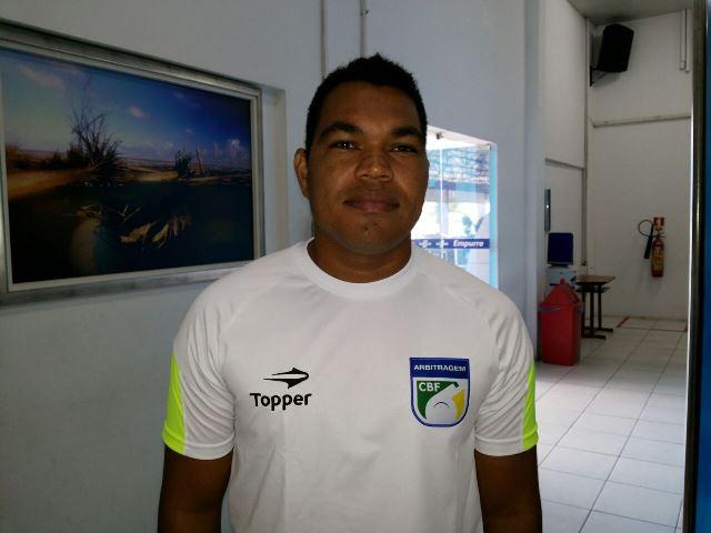Árbitro da CBF Roberto Júnior: